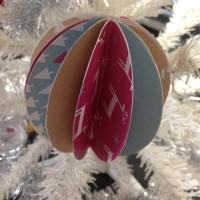 Des boules de Noël en papier à customiser - Image n°11