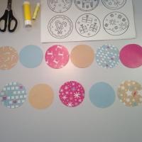 Des boules de Noël en papier à customiser - Image n°3
