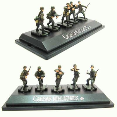 Figurines 2ème Guerre Mondiale : Panzergrenadiers allemands: Set 4 : 5 figurines sur socle - Caesarminiatures-CMP804
