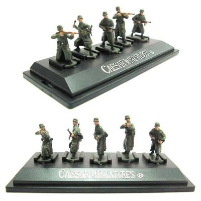 Figurines 2ème Guerre Mondiale : Soldats allemands en manteau: 5 figurines sur socle - Caesarminiatures-CMP805