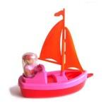 Jouet de plage : Bateau Plouf : Voile orange et coque rose/rouge
