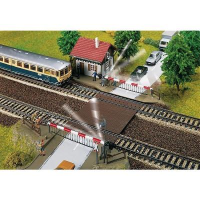 Modélisme ferroviaire HO : Passage à niveau avec maison de garde - Faller-120174