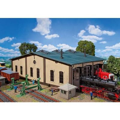 Modélisme ferroviaire HO : Hangar à locomotives avec pièces de commande - Faller-120277