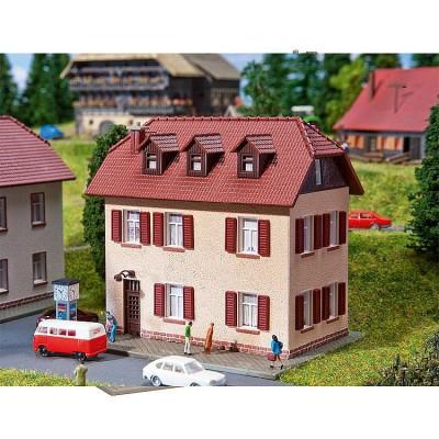 Modélisme N : Maison d'habitation à deux étages avec volets - Faller-232328