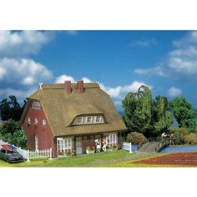 Modélisme HO : Maison d'habitation à toit de roseaux - Faller-130250