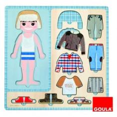 Puzzle 10 pièces en bois : Petit garçon s'habille