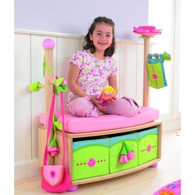 banc coffre avec porte manteau f e rosalie jeux et jouets haba avenue des jeux. Black Bedroom Furniture Sets. Home Design Ideas