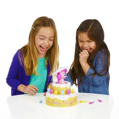 jeu de soci t mon petit poney l 39 anniversaire surprise de pinkie pie jeux et jouets hasbro. Black Bedroom Furniture Sets. Home Design Ideas