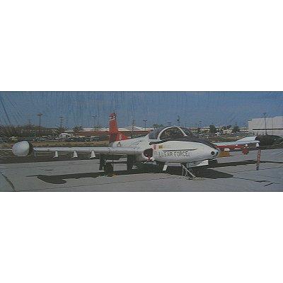 Maquette avion: A-37 Dragonfly Edwards AFB - Hasegawa-00374
