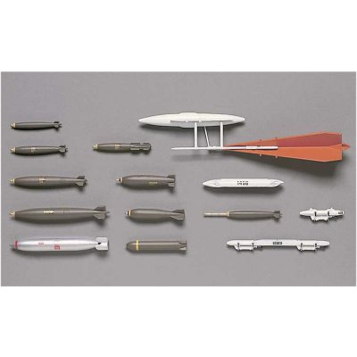 Accessoires militaires : Armement avion 1/48 : US Bombs & Tow Target System - Hasegawa-36001