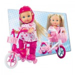 Laura sur son tricycle rose
