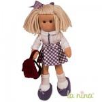 Poupée de chiffon Marta 38 cm : Tenue d'écolière avec jupe à carreaux