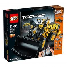 Lego 42030 Technic : La chargeuse sur pneus télécommandée Volvo L350F