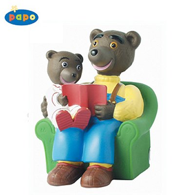 tirelire petit ours brun sur les genoux de papa papo. Black Bedroom Furniture Sets. Home Design Ideas