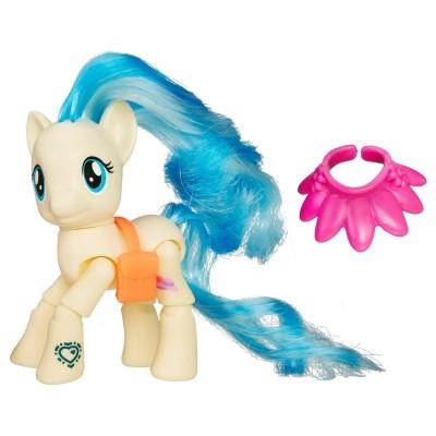 Hasbro Figurine articulée magique My Little pony : Miss Pommel, Défilé de mode
