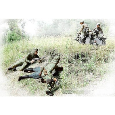 Master Box figurines 2ème guerre mondiale : embuscade au croisement: motards ss allemands et troupes d'assaut