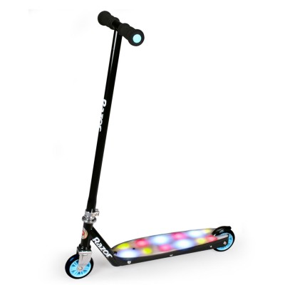 trottinette party pop scooter noir jeux et jouets razor avenue des jeux. Black Bedroom Furniture Sets. Home Design Ideas