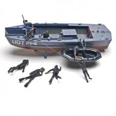 Maquette bateau : UDT Boat avec figurines hommes grenouilles