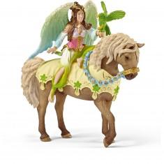 Figurine Surah en costume de fête à cheval