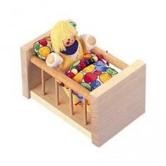 Le lit à barreaux en bois