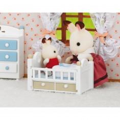 Sylvanian Family 2205 : Bébé lapin chocolat dans son lit