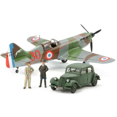 Maquette avion français Dewoitine D.520 avec traction 11CV et figurines - Tamiya-61109