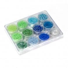 Petit coffret de perles : vertes et bleues