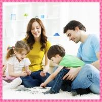 famille autour d'un puzzle